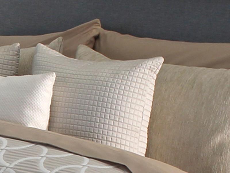 Perna decor BARLI off white, dimensiune 42 cm x 42 cm perdele-online.ro 2021